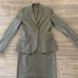 Theory Suit in Light khaki Green